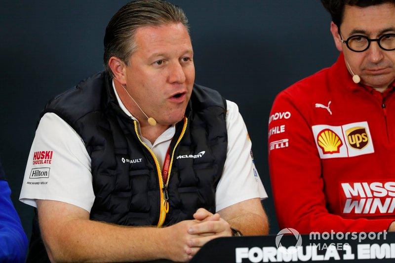 Zak Brown, direttore esecutivo, McLaren, e Mattia Binotto, Team Principal Ferrari