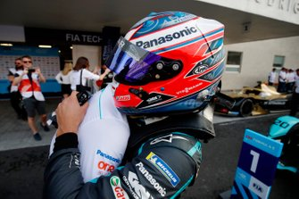 Mitch Evans, Jaguar Racing, célèbre sa victoire avec son équipe