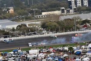 Austin Cindric, Team Penske, Ford Mustang MoneyLion a d Jeb Burton, JR Motorsports, Chevrolet Camaro LS Tractor wreck