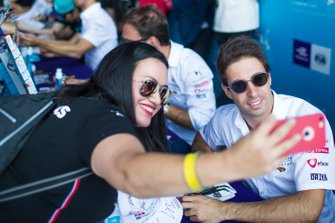 A fan takes a selfie with Antonio Felix da Costa, DS Techeetah at the autograph session