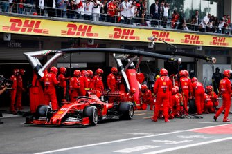 Charles Leclerc, Ferrari SF90 pit stop