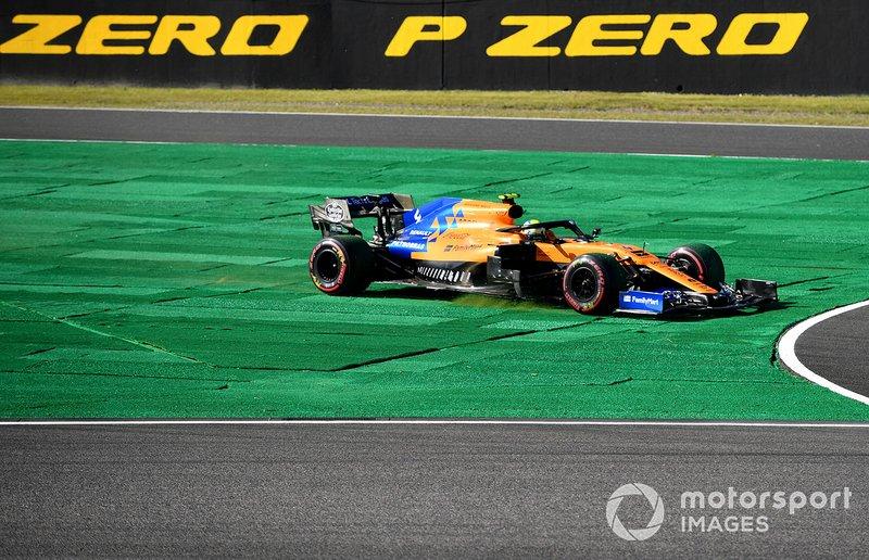 Lando Norris, McLaren MCL34, runs wide