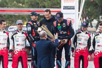 Podium: Winner Thierry Neuville, Nicolas Gilsoul, Hyundai Motorsport Hyundai i20 Coupe WRC with Thomas Schemera and Albert II, Prince of Monaco
