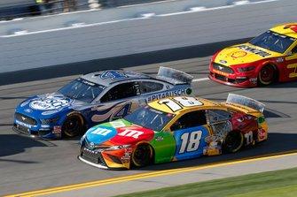 Kyle Busch, Joe Gibbs Racing, Toyota Camry M&M's Kevin Harvick, Stewart-Haas Racing, Ford Mustang Busch Light #PIT4BUSCH