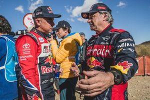 #305 JCW X-Raid Team: Carlos Sainz with #304 Toyota Gazoo Racing: Giniel De Villiers