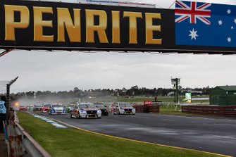 Jamie Whincup, Craig Lowndes, Triple Eight Race Engineering Holden lead at the start