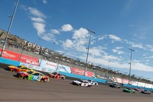 Pace-Laps: Kyle Busch, Joe Gibbs Racing, Toyota Camry M&M's, Joey Logano, Team Penske, Ford Mustang Shell Pennzoil