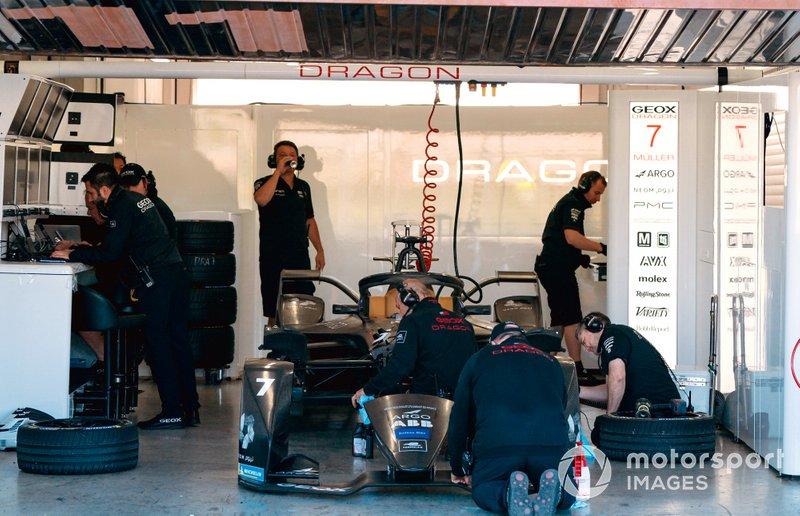Mechanics work on Nico Müller's, GEOX Dragon, Penske EV-4