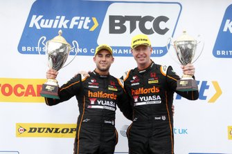 Dan Cammish, Halfords Yuasa Team Dynamics Honda Civic and Matt Neal, Halfords Yuasa Team Dynamics Honda Civic