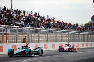 Митч Эванс, Jaguar Racing, Jaguar I-Type 4, и Паскаль Верляйн, Mahindra Racing, Mahindra M6Electro