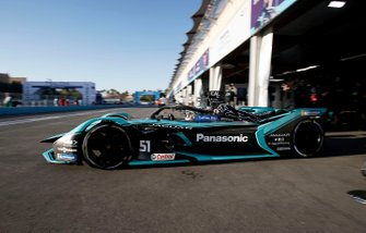 James Calado, Jaguar Racing, Jaguar I-Type 4 sort du garage