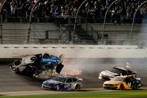 Crash: Ryan Newman, Roush Fenway Racing, Ford Mustang Koch Industries