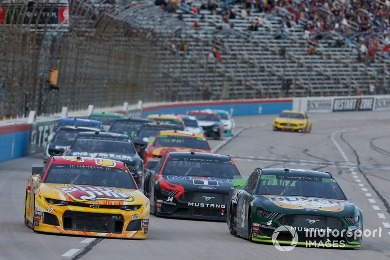 Chris Buescher, JTG Daugherty Racing, Chevrolet Camaro Slim Jim Kevin Harvick, Stewart-Haas Racing, Ford Mustang Busch Beer / Ducks Unlimited