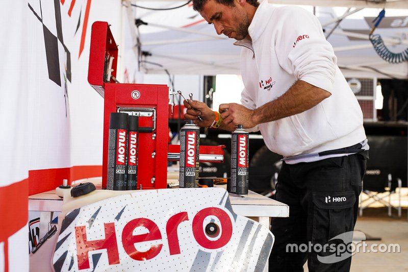 Hero Motosports Team Rally member at work