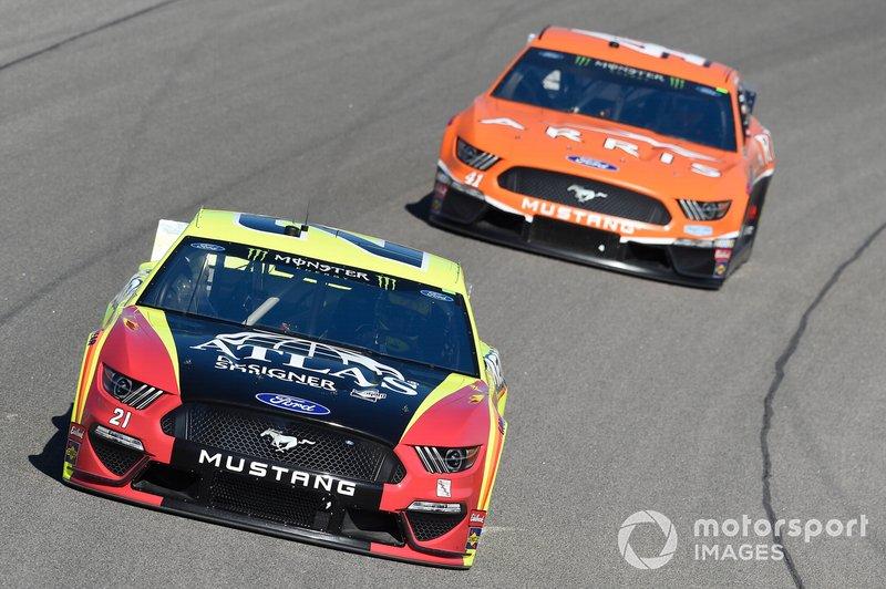 Paul Menard, Wood Brothers Racing, Ford Mustang Menards / Atlas, Daniel Suarez, Stewart-Haas Racing, Ford Mustang ARRIS