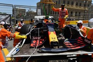 Marshals with the damaged car of Max Verstappen, Red Bull Racing RB16B, on a truck