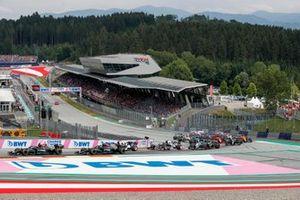 Lewis Hamilton, Mercedes W12, Valtteri Bottas, Mercedes W12, Pierre Gasly, AlphaTauri AT02, Yuki Tsunoda, AlphaTauri AT02, and the remainder of the field at the start