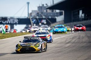 #40 10Q Racing Team Mercedes-AMG GT3 Evo: Kenneth Heyer, Thomas Jäger, Yelmer Buurmann