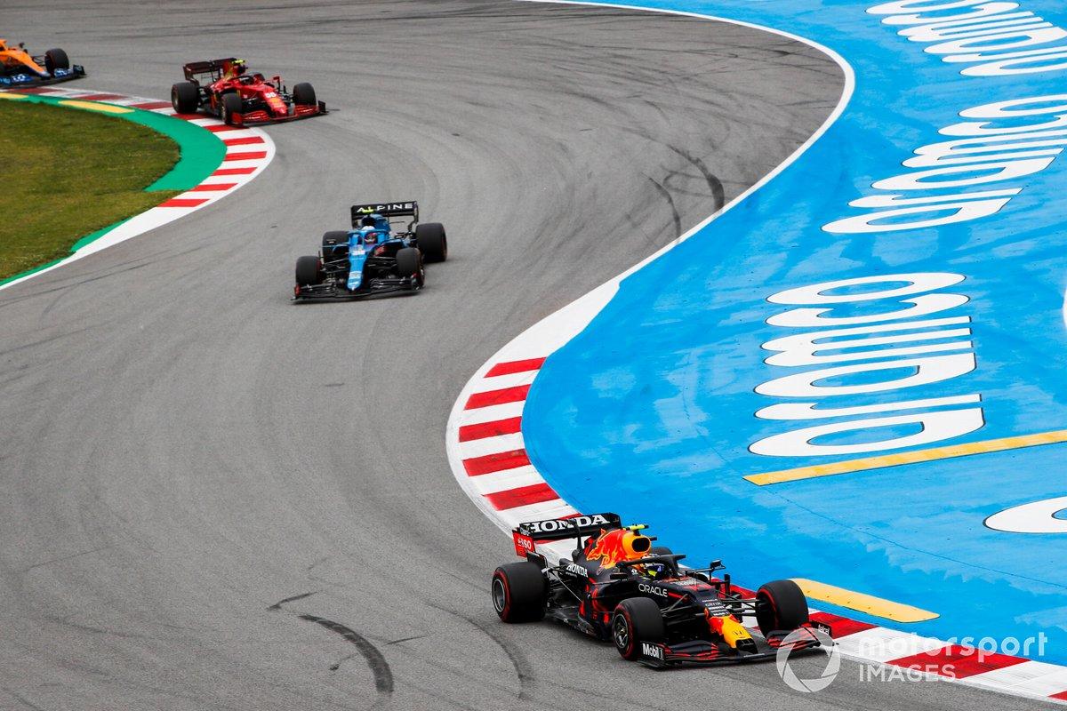 Sergio Pérez, Red Bull Racing RB16B, Esteban Ocon, Alpine A521, Carlos Sainz Jr., Ferrari SF21, Lando Norris, McLaren MCL35M