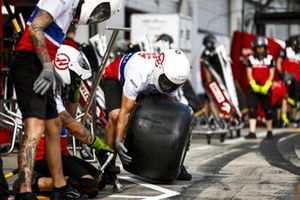 Hass F1 Team Pit Stop Practice