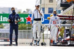 George Russell, Williams, e Mick Schumacher, Haas F1