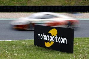 Motorsport.com display