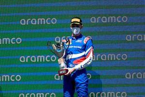 Podio: ganador Alexander Smolyar, ART Grand Prix