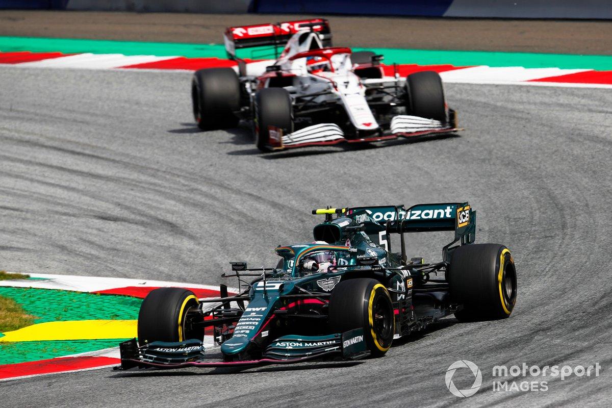 Sebastian Vettel, Aston Martin AMR21, Kimi Raikkonen, Alfa Romeo Racing C41