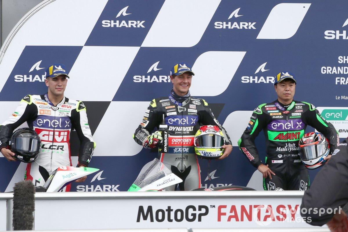 Los 3 primeros tras la clasificación: Dominique Aegerter, Dynavolt Intact GP, Miquel Pons, LCR E-Teamm Hikari Okubo, Avant Ajo MotoE