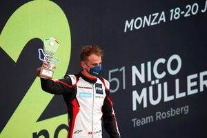 Podio: segundo puesto Nico Müller, Team Rosberg