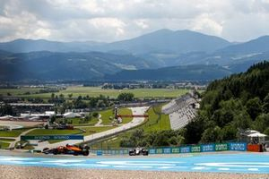 Lando Norris, McLaren MCL35M, Mick Schumacher, Haas VF-21