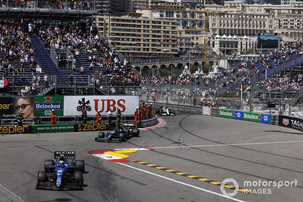 Esteban Ocon, Alpine A521, Lance Stroll, Aston Martin AMR21, Kimi Raikkonen, Alfa Romeo Racing C41
