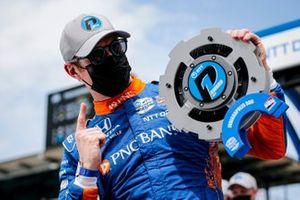Pole award winner Scott Dixon, Chip Ganassi Racing Honda
