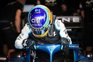 Le casque de Fernando Alonso, Alpine A521, avec le logo Motorsport Games