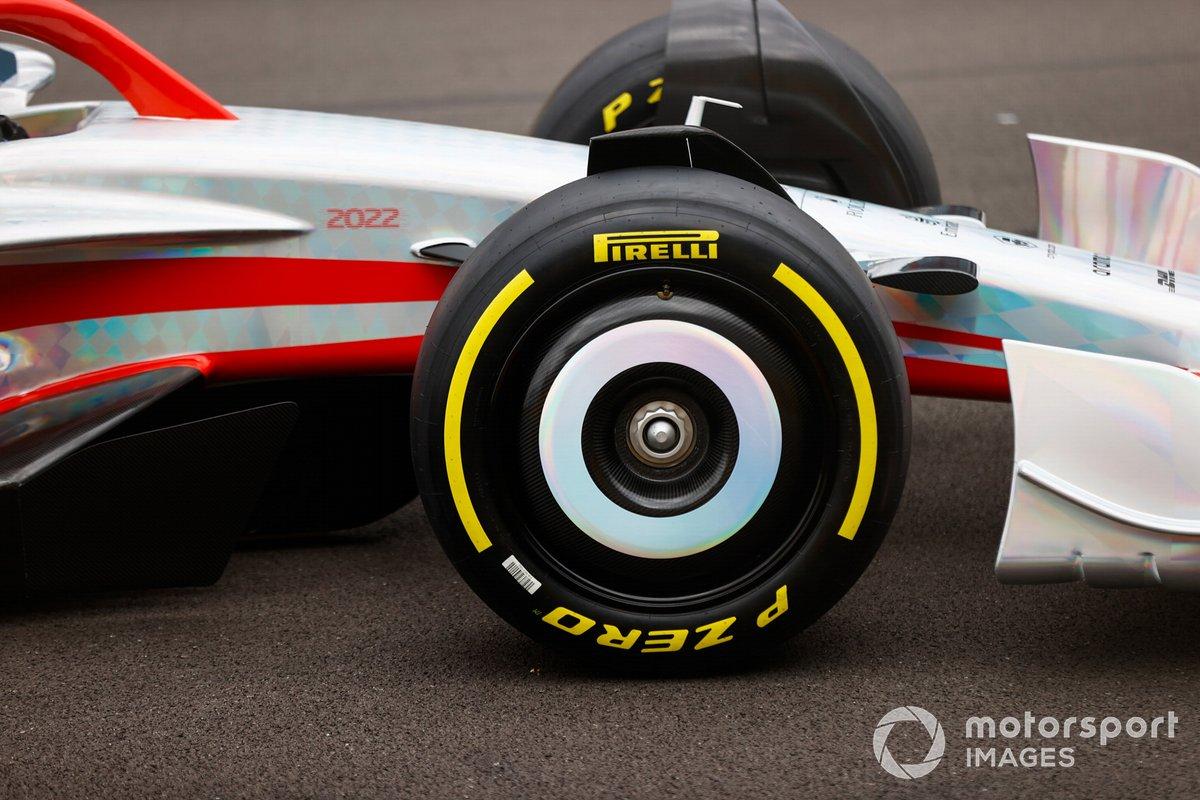 Detail hidung dan roda depan