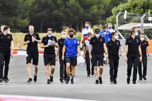 Фернандо Алонсо, Alpine F1, на прогулке по трассе
