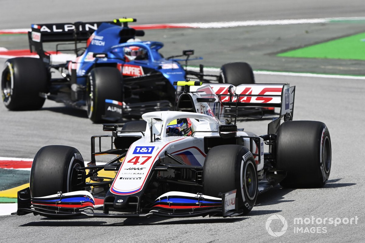Mick Schumacher, Haas VF-21, Esteban Ocon, Alpine A521
