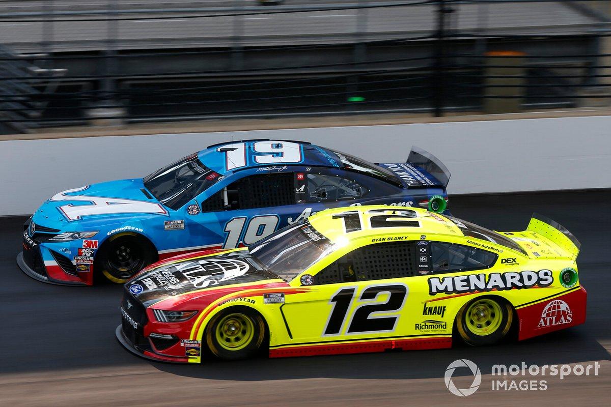 Martin Truex Jr., Joe Gibbs Racing, Toyota Camry Auto Owners Insurance, Ryan Blaney, Team Penske, Ford Mustang Menards/Atlas