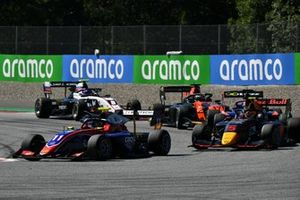 Devlin DeFrancesco, Trident, leads Liam Lawson, Hitech Grand Prix, Richard Verschoor, MP Motorsport, and Alexander Smolvar, ART Grand Prix