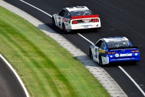Brad Keselowski, Team Penske, Ford Mustang Discount Tire and Chase Elliott, Hendrick Motorsports, Chevrolet Camaro NAPA Auto Parts