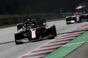 Alex Albon, Red Bull Racing RB16, leads Lando Norris, McLaren MCL35, and Sergio Perez, Racing Point RP20