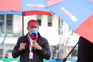 Martin Brundle, Sky TV, addresses the camera