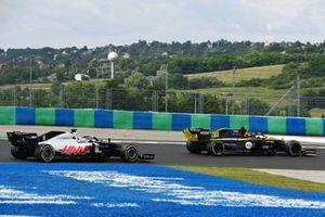 Esteban Ocon, Renault F1 Team R.S.20, leads Romain Grosjean, Haas VF-20