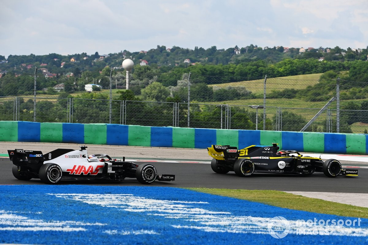 Esteban Ocon, Renault F1 Team R.S.20, leads Romain Grosjean, Haas VF-20