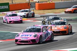 Jaxon Evans, BWT Lechner Racing, leads Larry ten Voorde, Team GP Elite, Florian Latorre, CLRT, Dylan Pereira, BWT Lechner Racing, and Jaap van Lagen, Fach Auto Tech