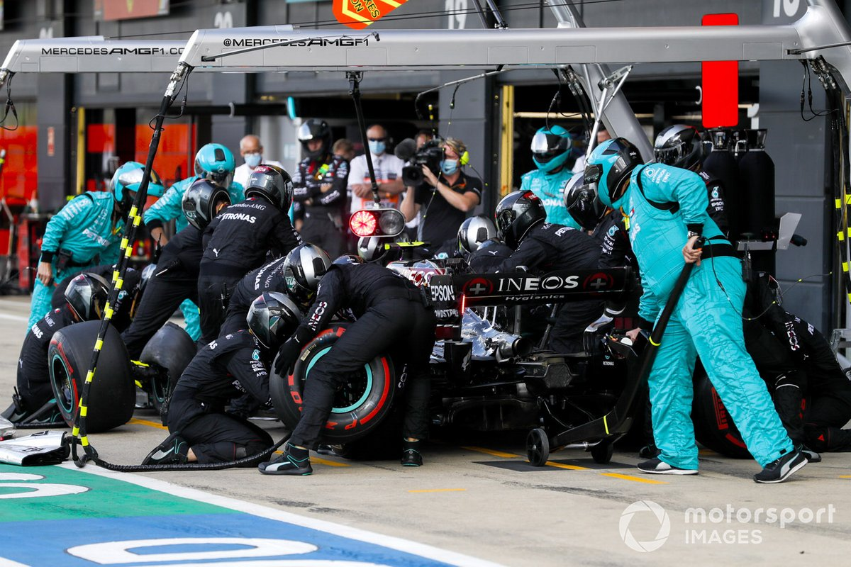 Valtteri Bottas, Mercedes F1 W11 EQ Performance pit stop