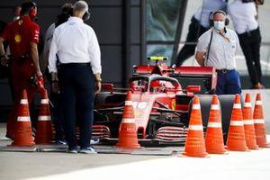 Charles Leclerc, Ferrari SF1000, sul ponte del controllo peso