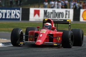 Il vincitore della gara Alain Prost, Ferrari 641/2, al GP di Gran Bretagna del 1990