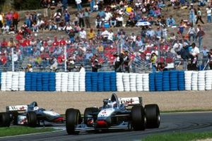 David Coulthard, McLaren MP4/12, Mika Hakkinen, McLaren MP4/12