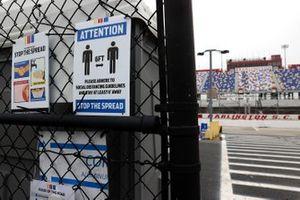 COVID-19-Sicherheitsmaßnahme: Abstand halten im Fahrerlager